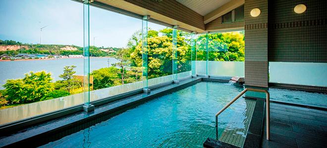 北潟湖が一望できる展望露天風呂